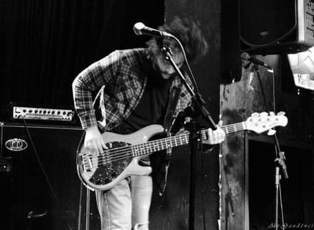 Notícias | Três baixos tocam Chico Buarque!