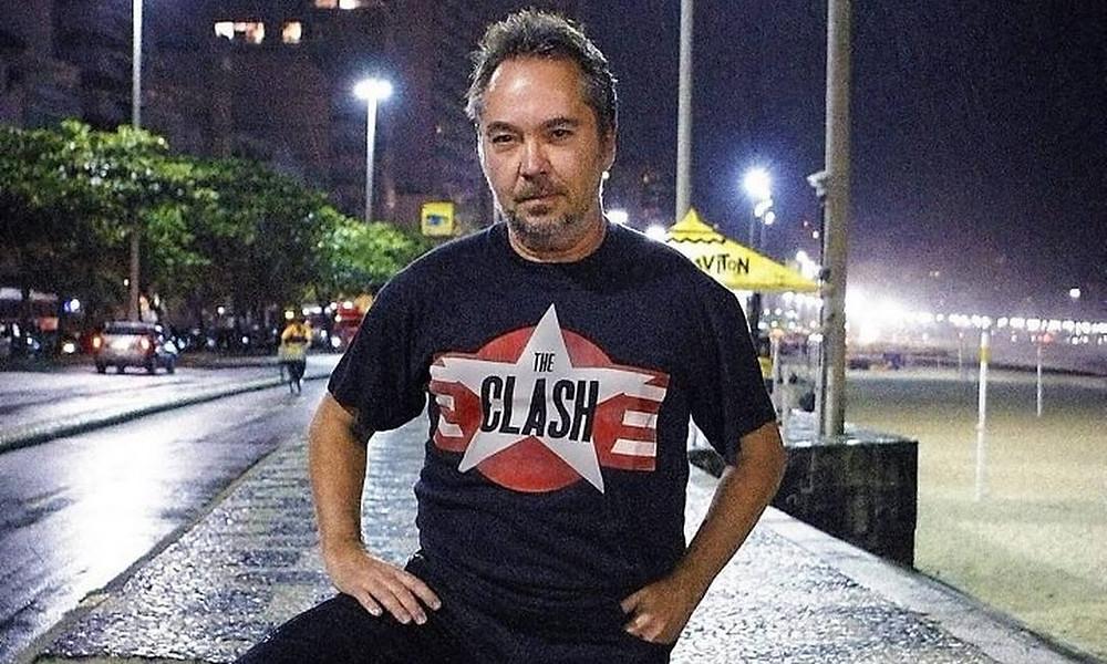 O DJ e fotógrafo Maurício Valladares apresenta o programa RoncaRonca.