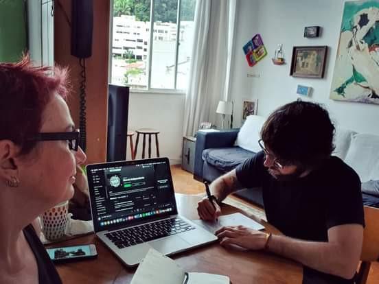Val Becker e Gabriel Sander apresentam o MITV.