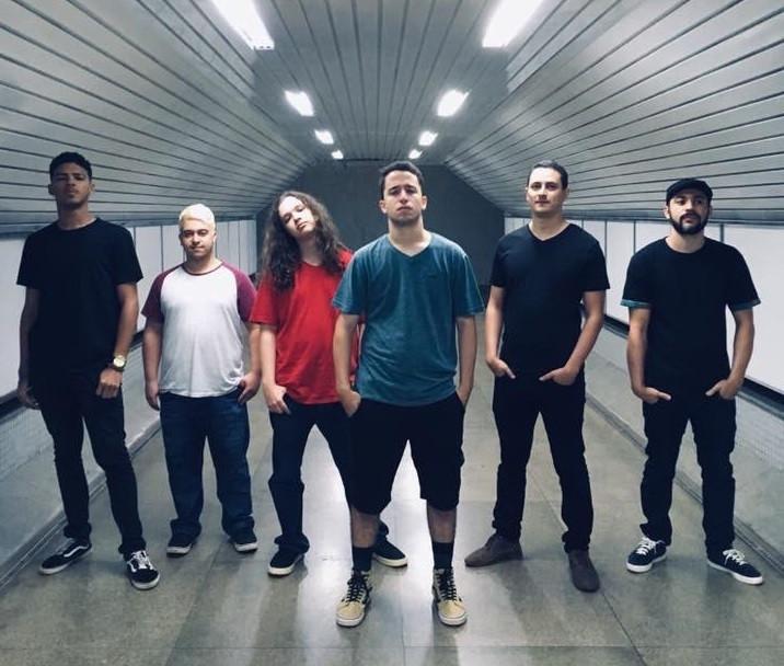 A banda brasiliense Caos Lúdico chega ao terceiro episódio de seu projeto Caos Em Casa!