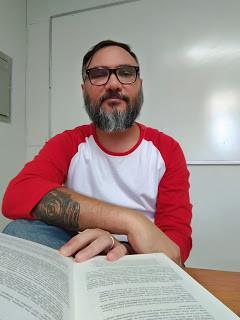 """João Bittencourt é o autor de """"Sóbrios, firmes e convictos: uma etnografia dos straightedges em São Paulo"""" (Annablume, 2015)."""
