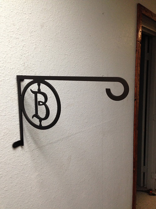 Plant Hanger with Initial
