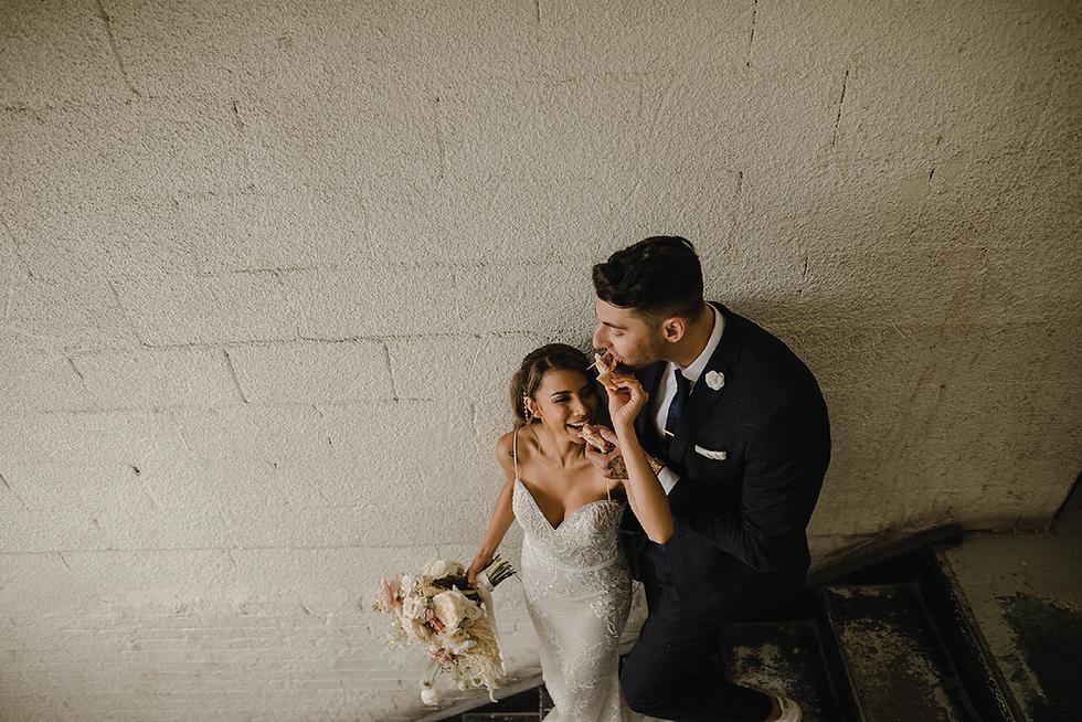 bride-groom-eating.png