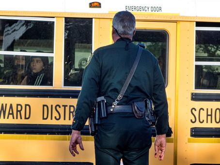 """De armas y """"Red Flags"""": El tiroteo en el instituto Parkland"""