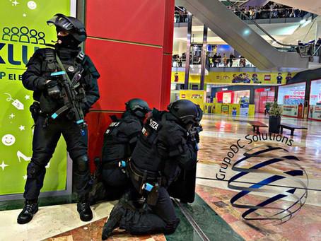 Simulacro en el centro comercial: la mejor estrategia es estar preparado.