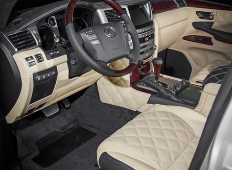 Перетяжка салона автомобиля Lexus LX бежевой кожей и алькантарой