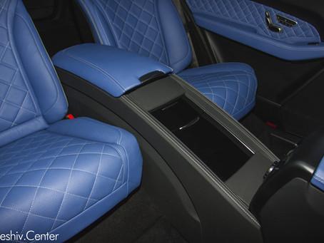Mercedes-Benz GLS: тюнинг и замена сидений в синем цвете.