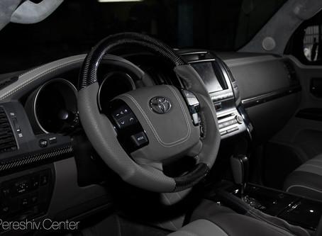 Тюнинг салона Toyota Invader: перетяжка кожей и алькантарой, отделка карбоном