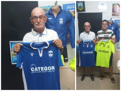 Luis Iborra míster del Filial del CF Benidorm y Nicolás Caballero utillero