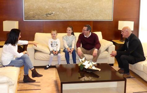 El alcalde felicita a las gimnastas Lucia González y Ksenia Makeeva, campeonas de España