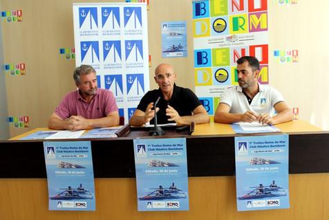 Las aguas de la bahía de Benidorm acoge este sábado el I Trofeo de Remo de Mar