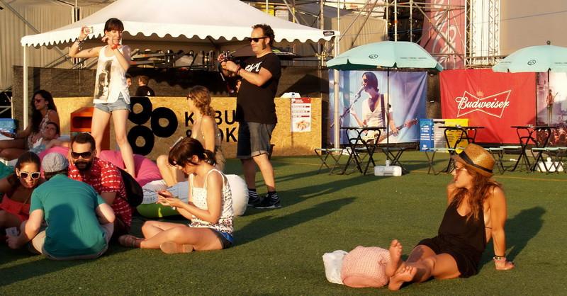 Jóvenes_en_un_festival_en_Benidorm.jpg