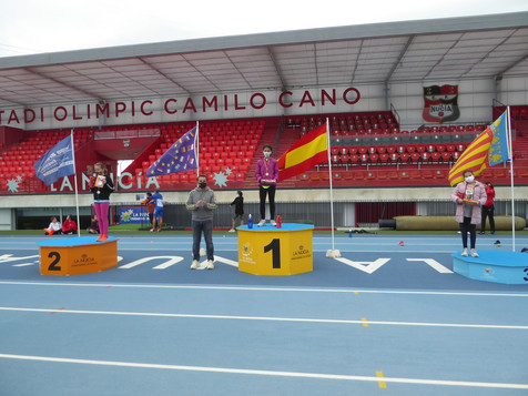 La Escuela de Atletismo reunió a 65 jóvenes promesas