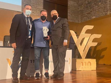 Jesús Patiño Muñoz recibe el reconocimiento de la FFCV por sus 25 años de trabajo