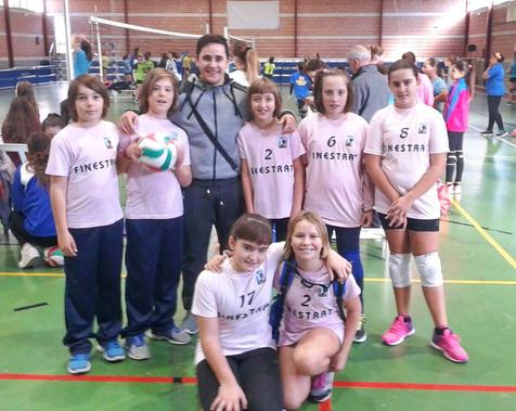 El pabellón de Finestrat acoge este domingo una jornada comarcal de voleibol entre La Nucía, Benidor