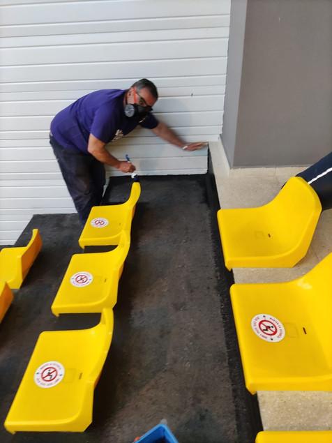 El Ayuntamiento de l'Alfàs refuerza la limpieza de las instalaciones deportivas