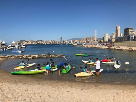 1.200 alumnos de Primaria viven su bautismo de mar con la Concejalía de Deportes