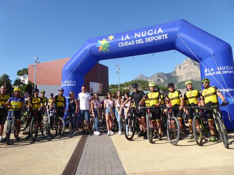 300 ciclistas llenaron las calles de La Nucía en el VIII Día de la Bici