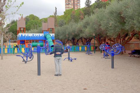 Benidorm reabre áreas de juego infantiles y zonas biosaludables e inicia la parcelación de playas