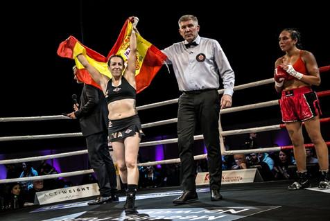 Eva Naranjo derrota por KO técnico a Angelique Hernández en Noruega