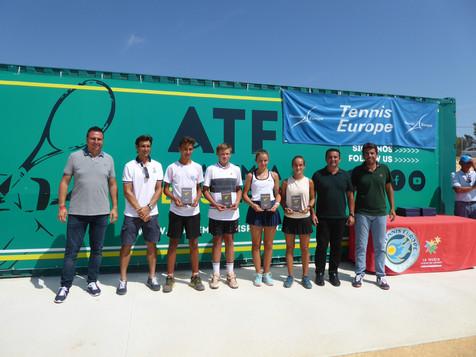 """David Ferrer entregó los trofeos del """"Tennis Europe Tour sub14"""" en La Nucía"""