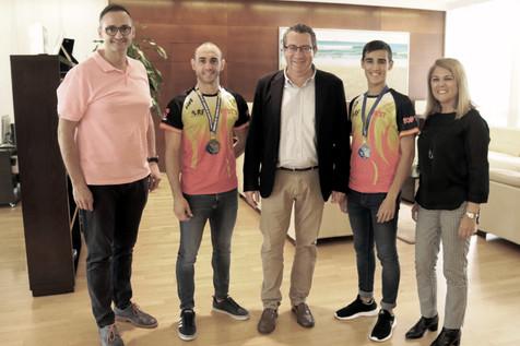 El alcalde Toni Pérez recibe a los taekwondistas Jonathan Moreno y Fernando Sanabria tras lograr la