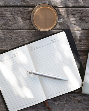 ノートパソコンや日記上面図