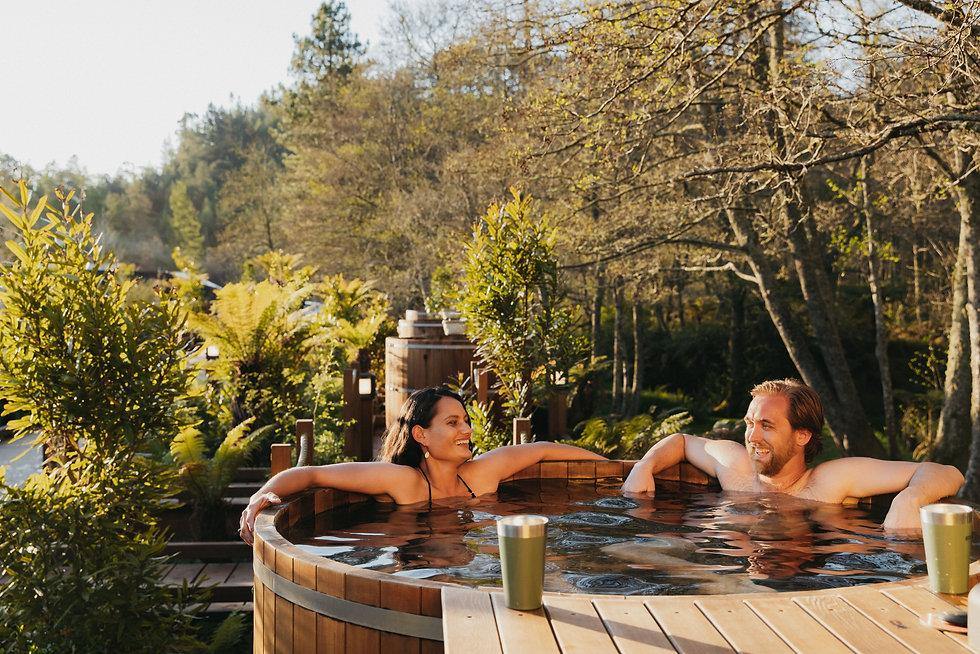 Couple in hot tub, very nice..jpeg
