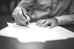 Closing, signature de documents juridiques rédigés par un avocat d'affaires