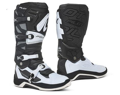 Forma Pilot Boot Black/White