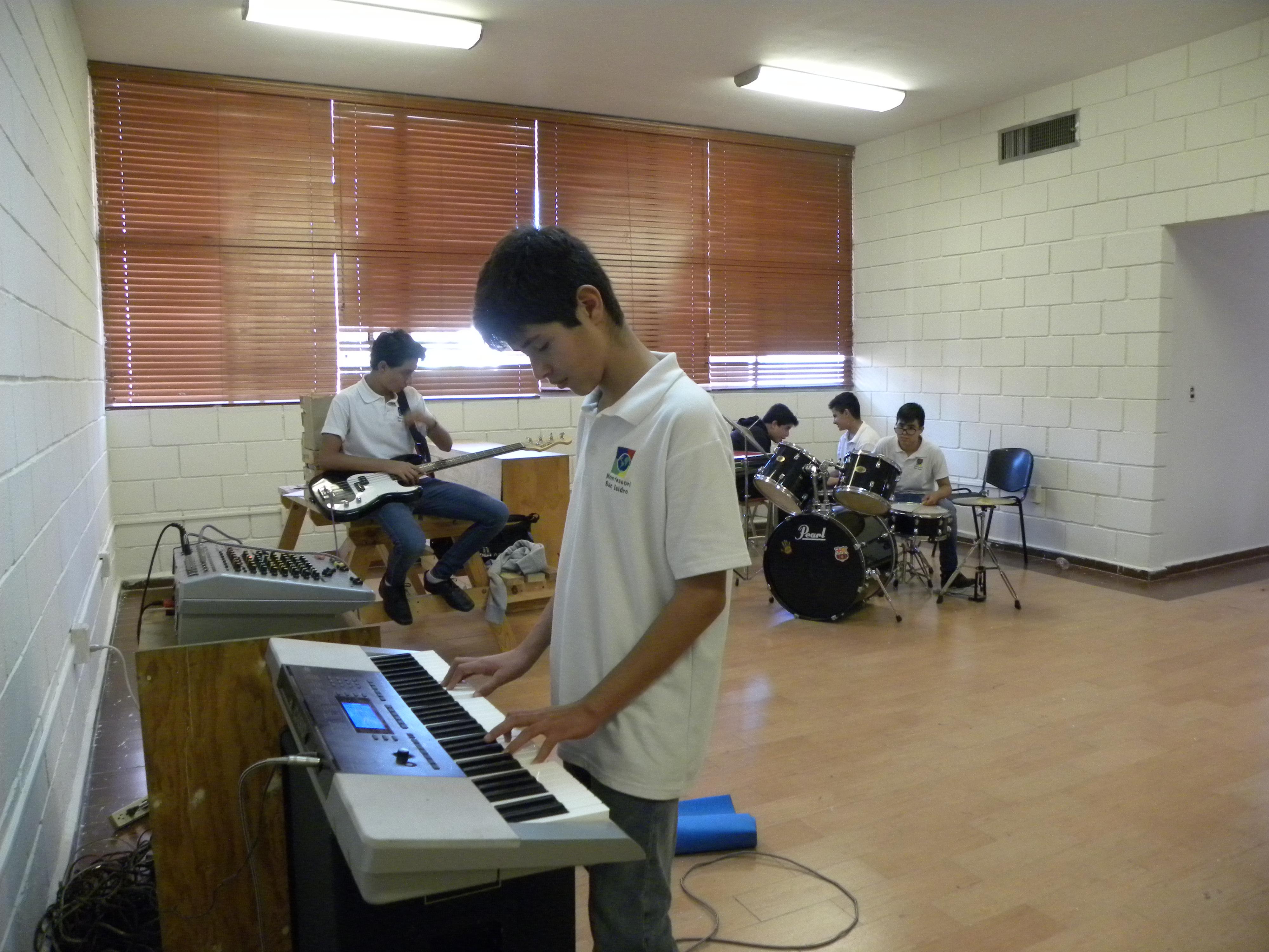 TIII Taller Instrumentos y grupo Musical (10)