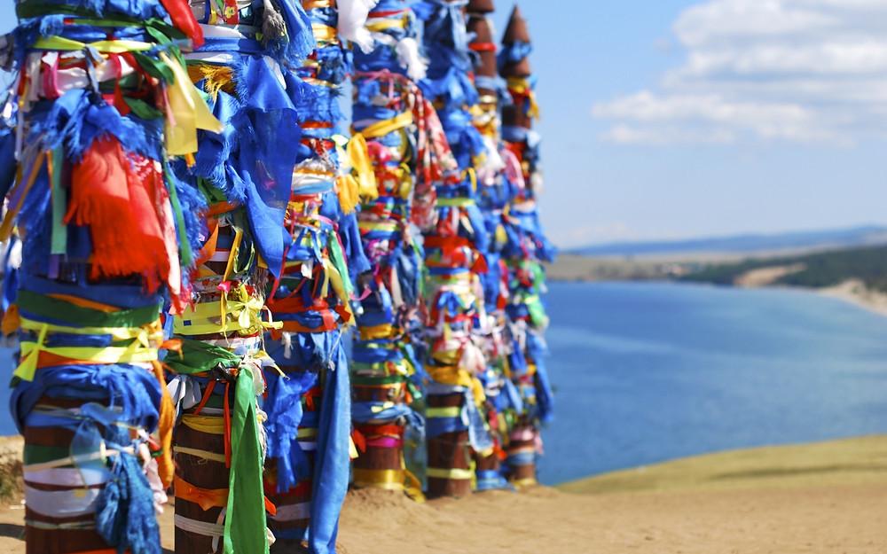 Озеро Байкал. Остров Ольхон. Молебные столбы