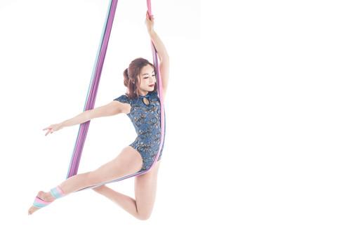 fitlab_tiffany_lau_aerial_yoga_banner HD