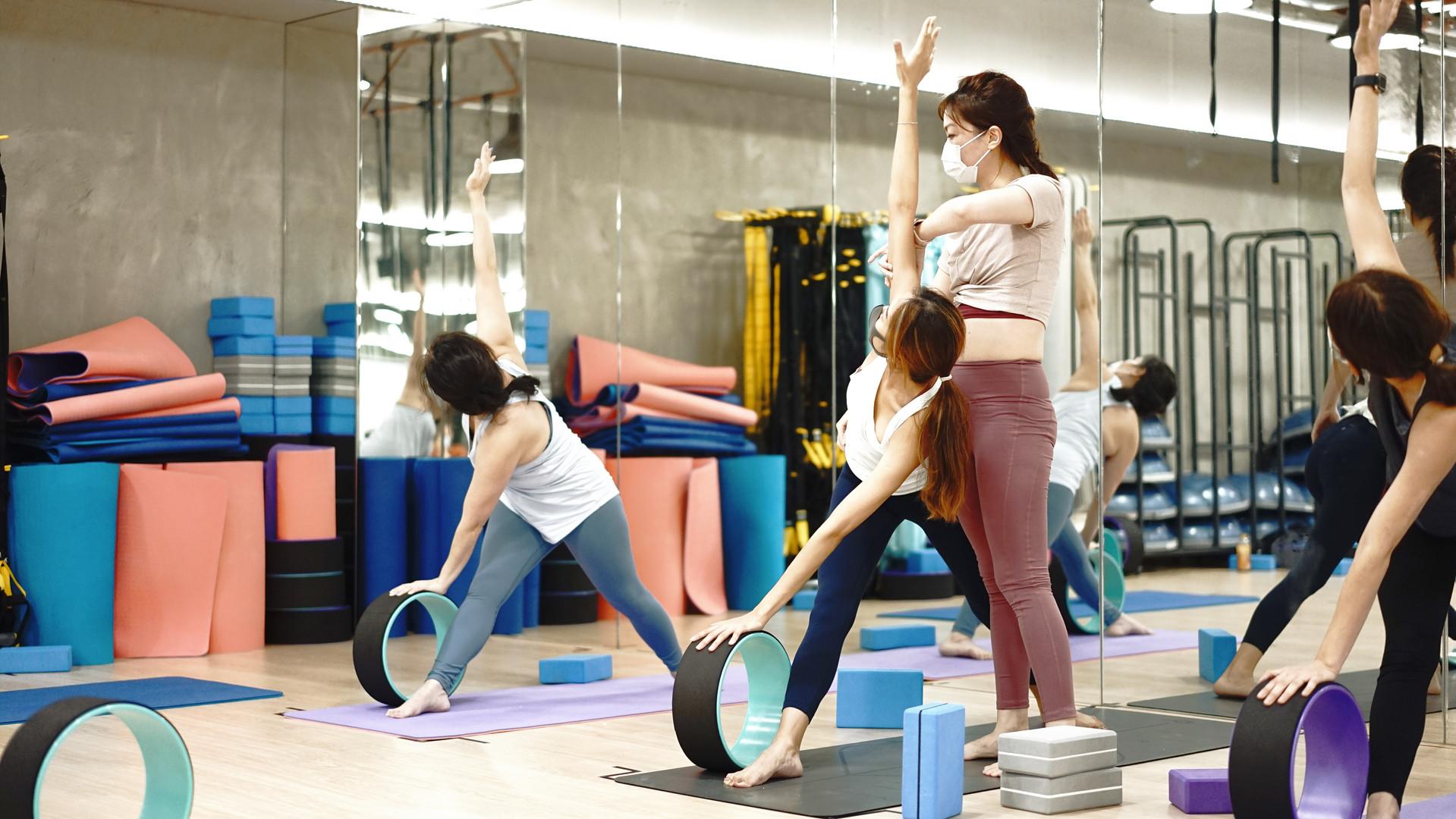FIT LAB Wheel Yoga Teacher Training4.jpg