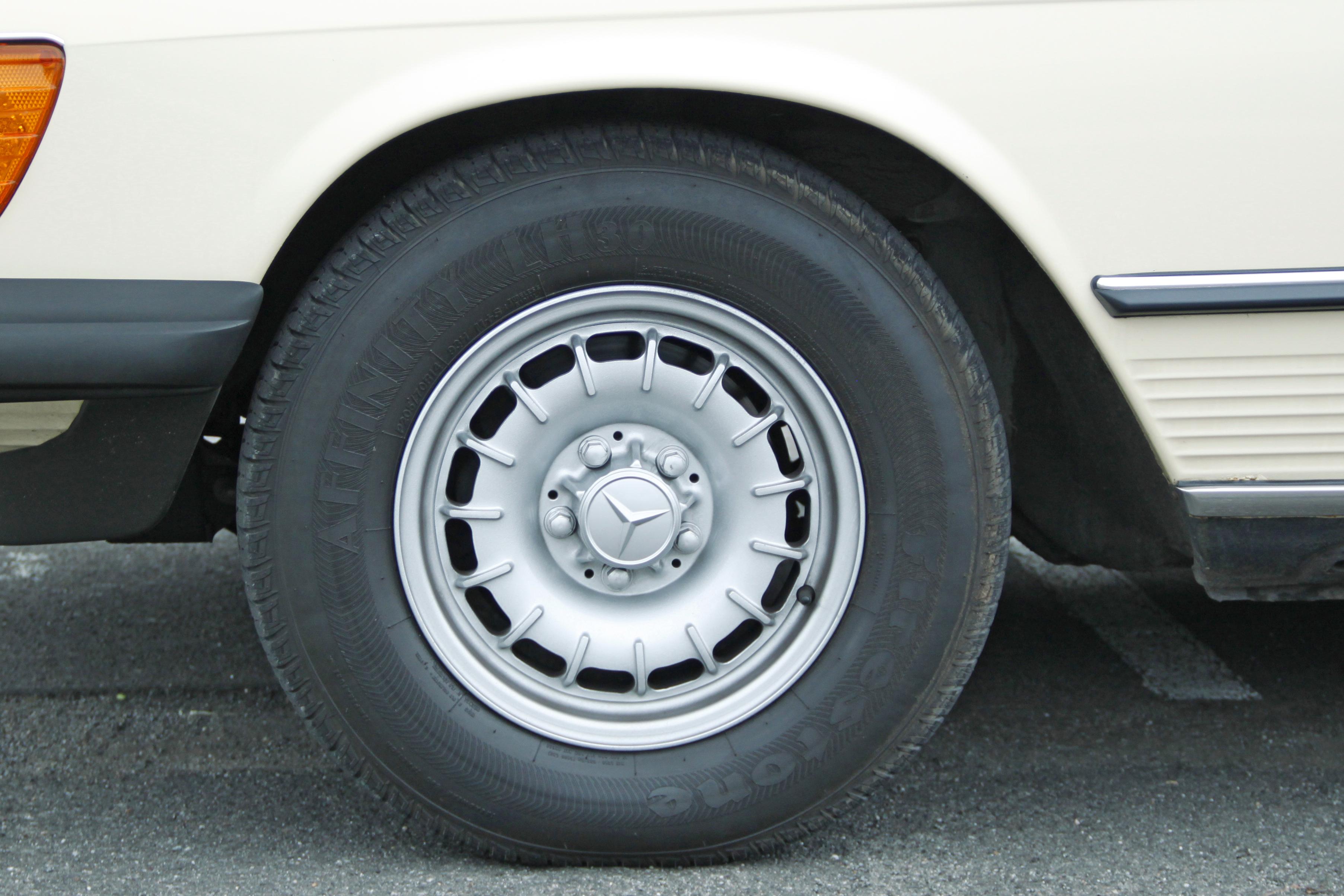 Mercedes 380 SL beige