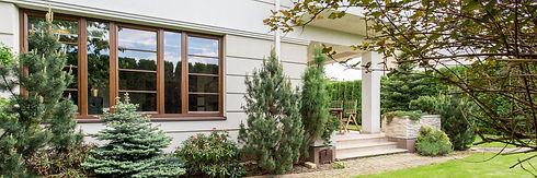 house-with-beauty-garden-PKA2UMW.jpg