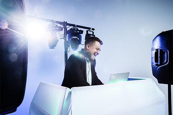 benmalone-dj-mobile-disco-staffordshire-