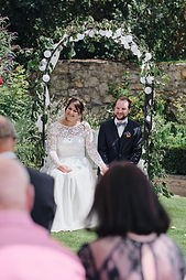 Brautpaar bei der freien Trauung Weingut Domhof