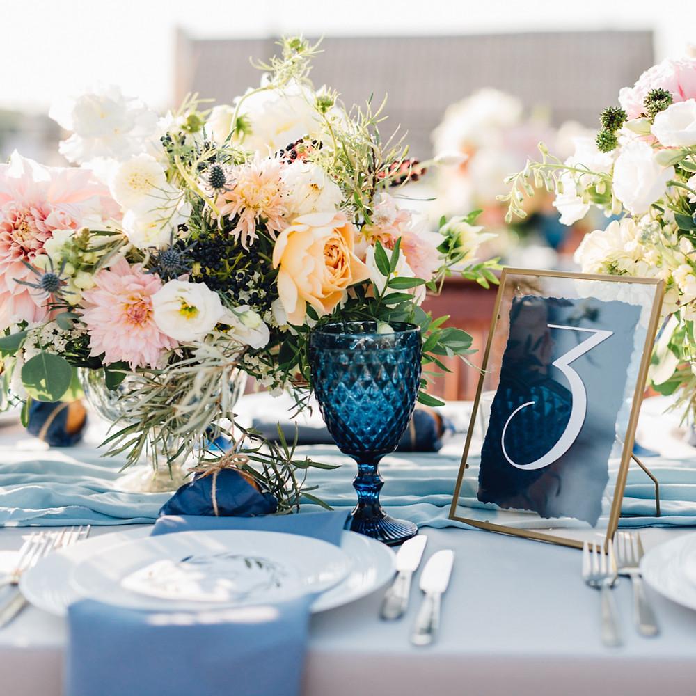 bunte Tischdeko als Hochzeitstrend für 2021