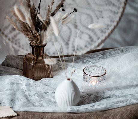 kleine weiße Vase Mrs Deko Wiesbaden.jpg