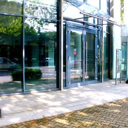 Firmeneingang aus Glas