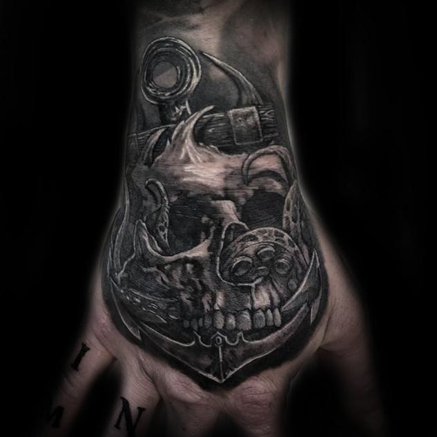 skull_anchor_hand_tattoo.jpg