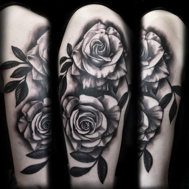 Black_and_grey_roses_girl_tattoo.jpg