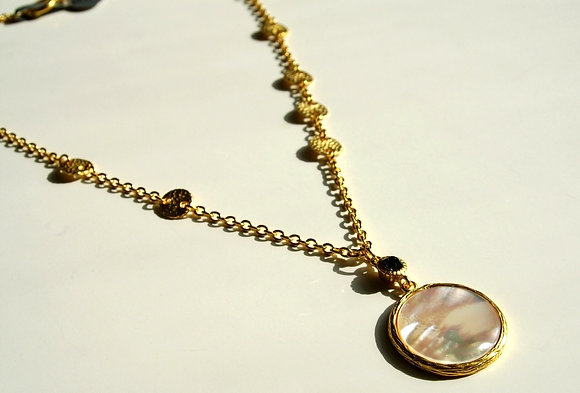 836 Shell Pendant with Hammered Disk Chain