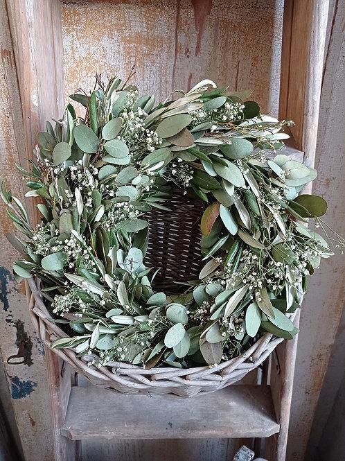 Natürlicher Kranz mit Olive, Eukalyptus und Schleierkraut