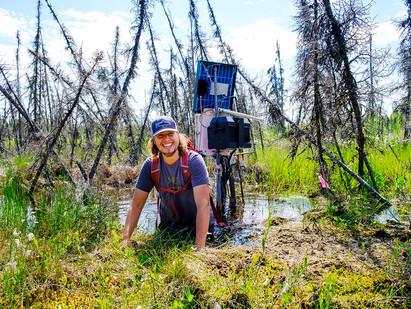 Recherche sur le pergélisol à Scotty Creek : Déménager pour éviter de nager
