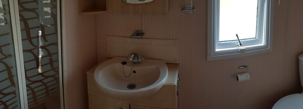 79 retreat bathroom.jpg