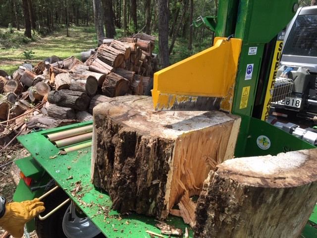 south coast new south wales mobile on-site log splitting wood cutting tree cutting split rounds firewood arborist ulladulla batemans bay moruya braidwood narooma durras cut wood cutting splitting