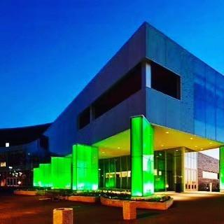 Библиотека, облицованная цветным триплексом, Финляндия. Внутри новое поколение пленки #Boneva, устойчивое к УФ излучению.