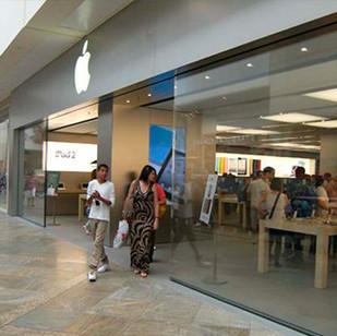 Магазин продукции Apple, г. Лондон, Великобритания